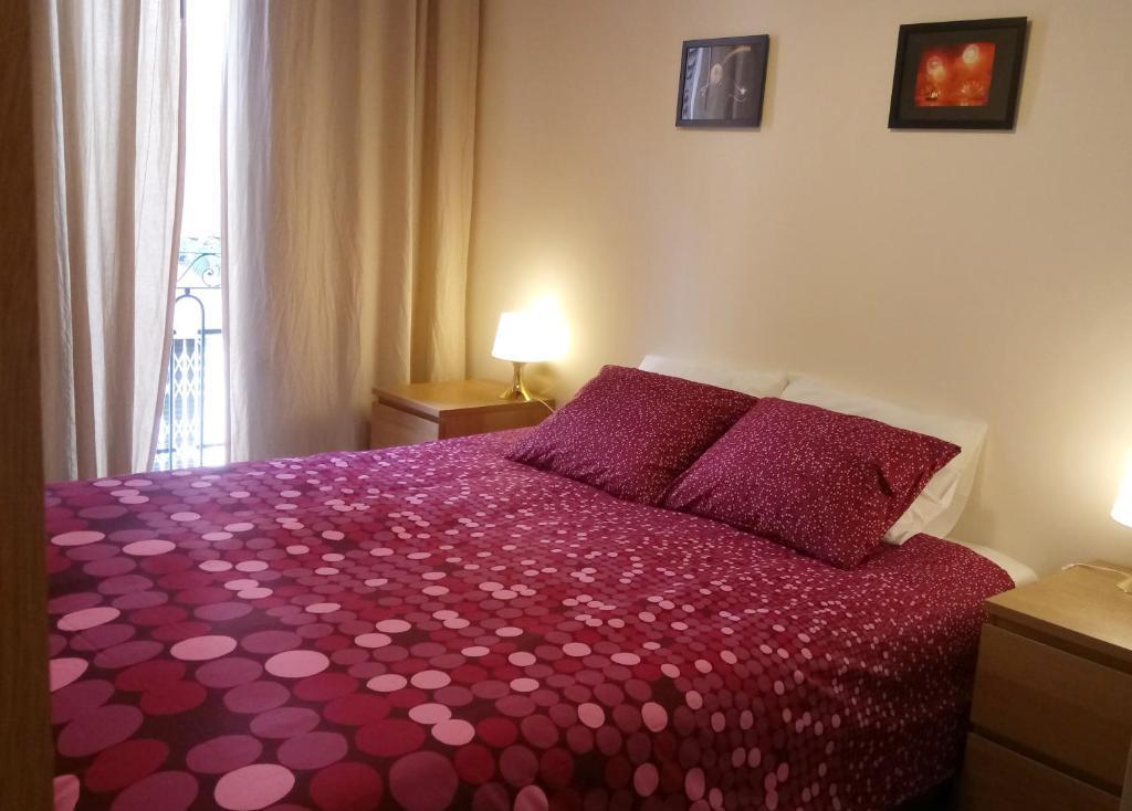 Homestay Double Room Balcony Barcelona Spain Booking Com