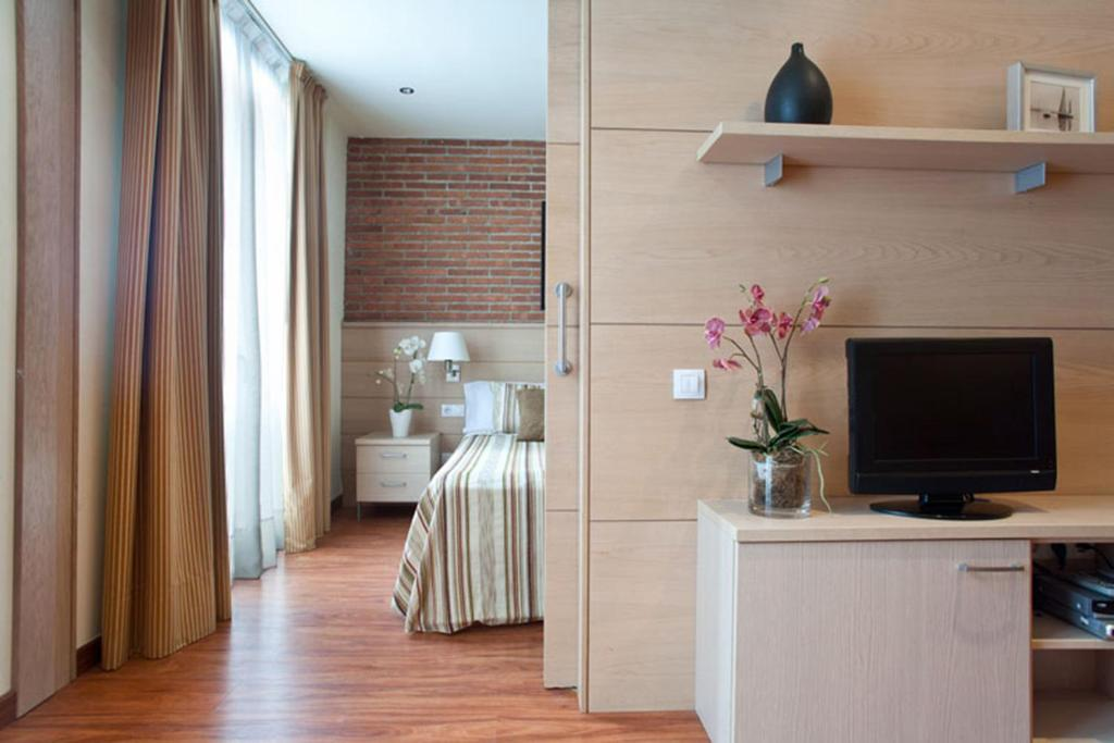 Телевізор і / або розважальний центр в Serennia Cest Apartamentos Arc de Triomf