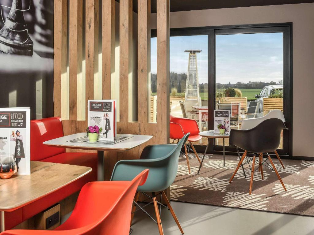A restaurant or other place to eat at ibis Charleroi Airport Brussels South
