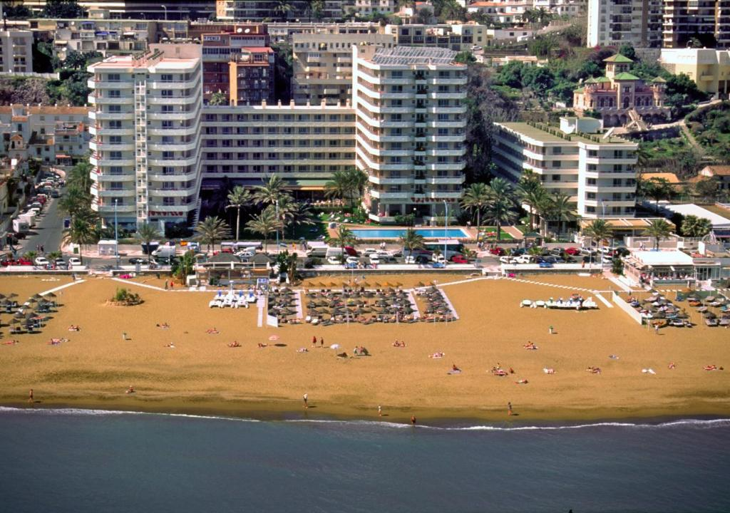 A bird's-eye view of Hotel Apartamentos Bajondillo
