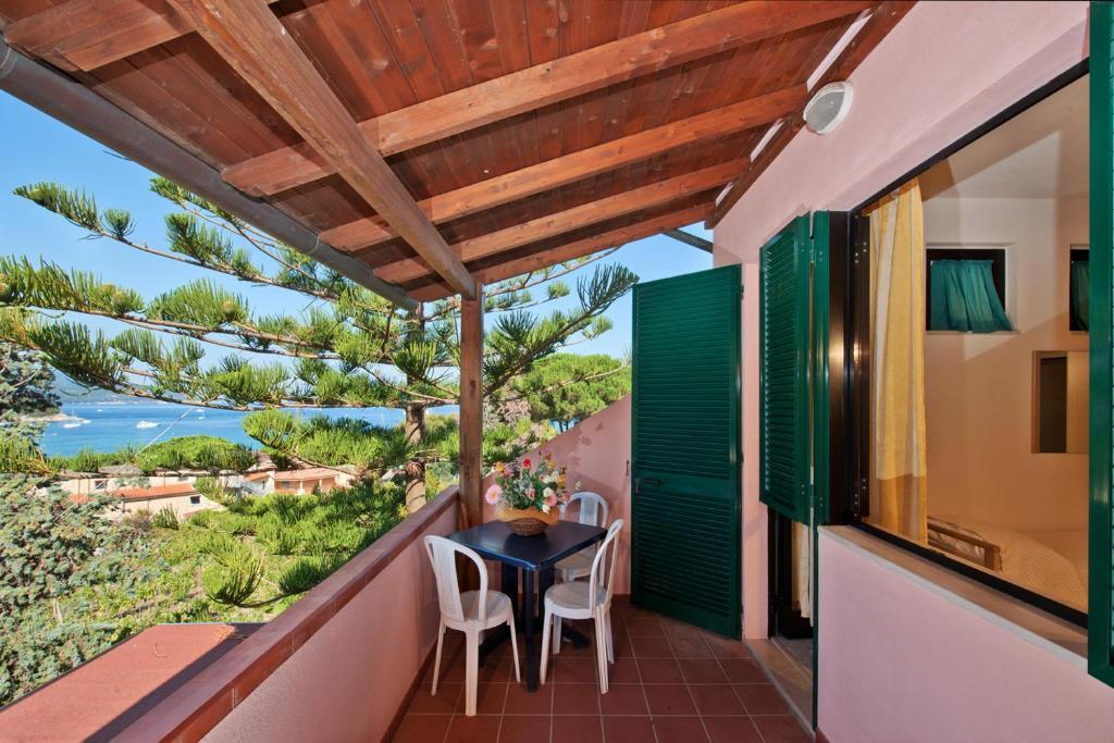 A balcony or terrace at Hotel Casa Rosa