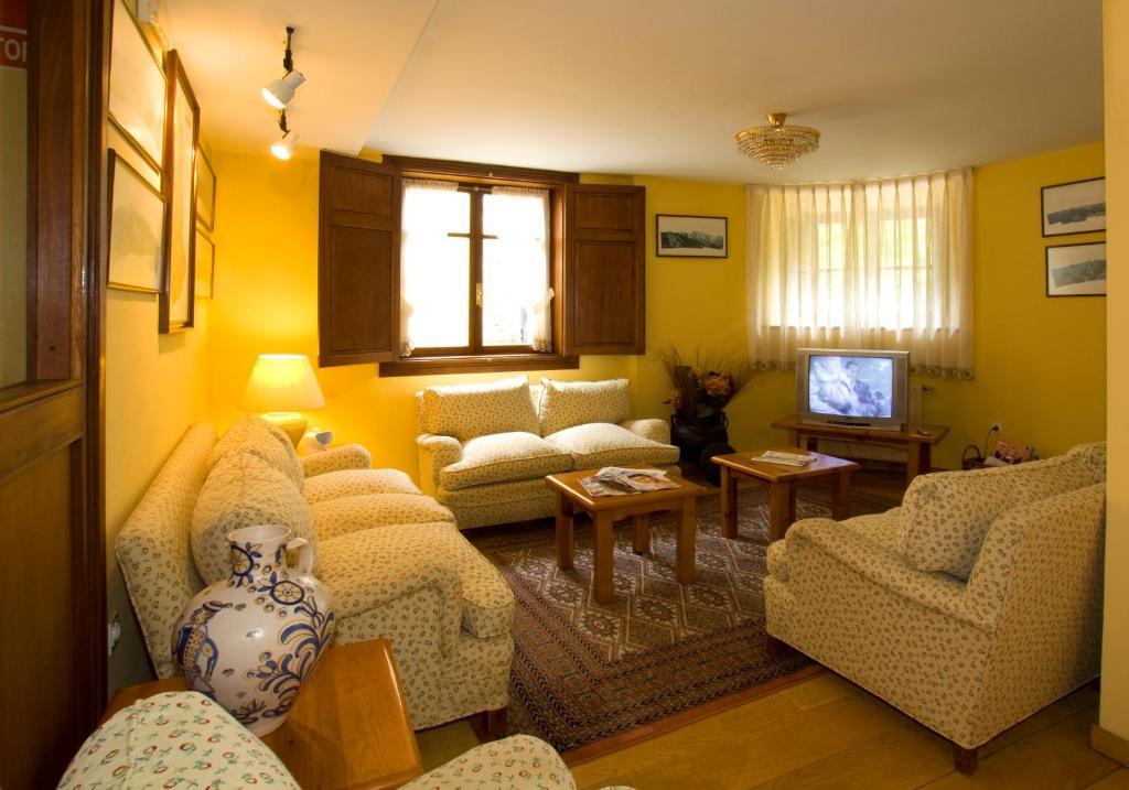 Hotel La Casona de Mestas (España Ponga) - Booking.com