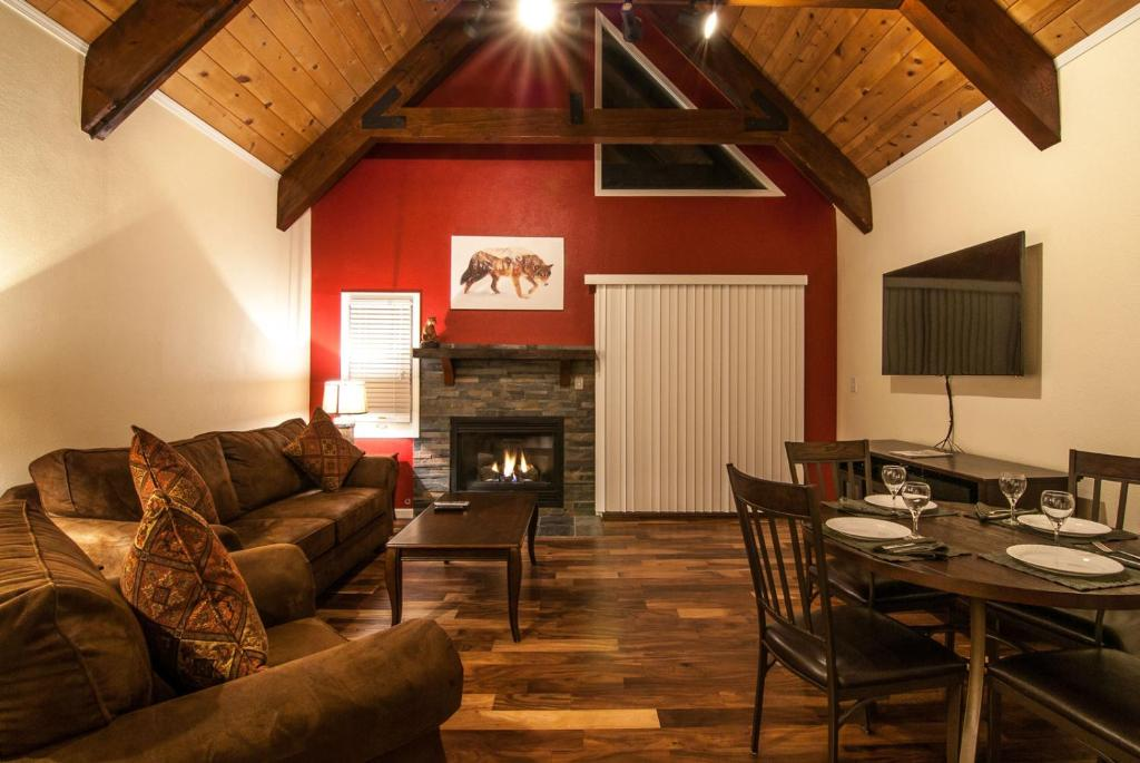 A seating area at North Lake Lodges & Villas