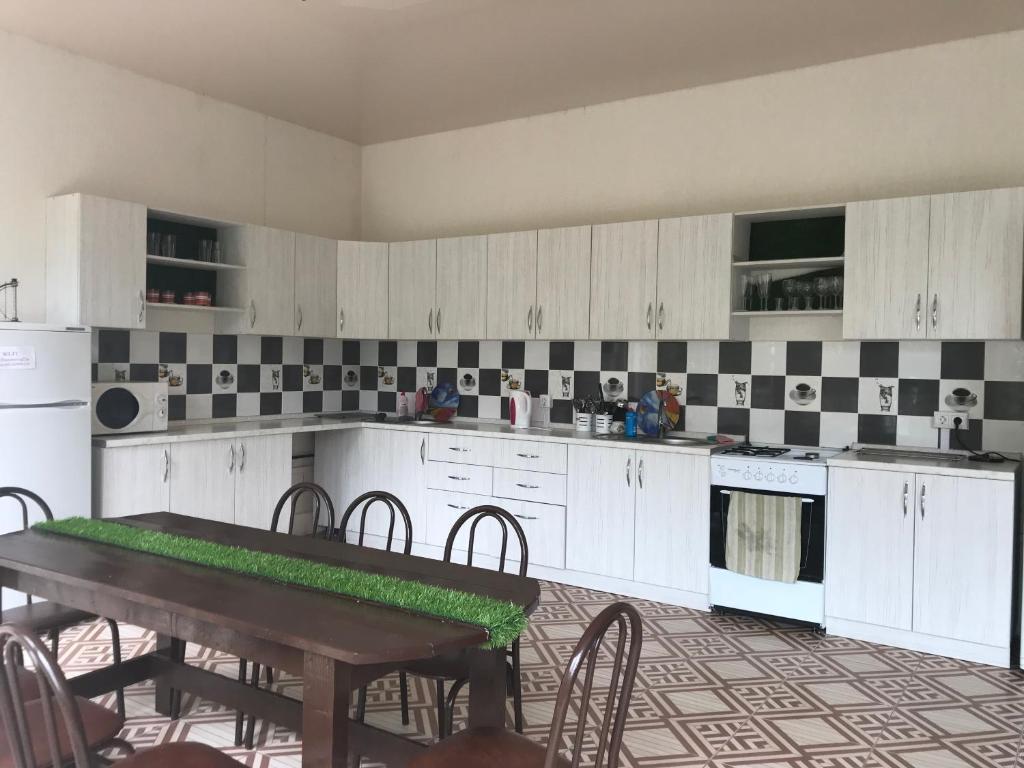 Кухня или мини-кухня в Гостевой дом Белая Невесточка