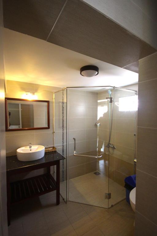 Phòng Deluxe Giường Đôi Nhìn Ra Hồ Bơi