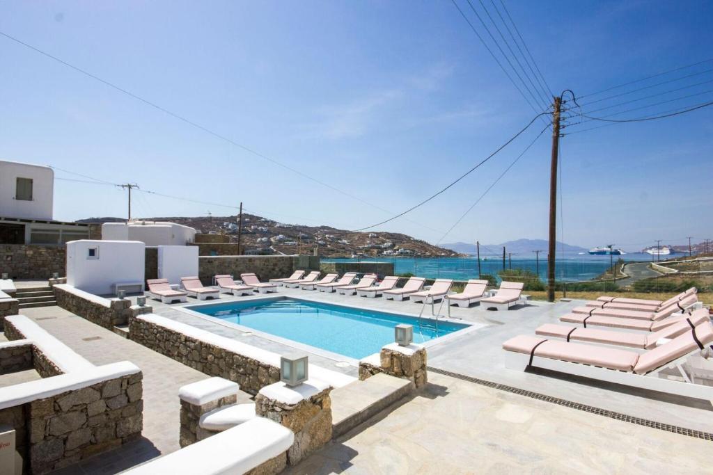 A piscina localizada em Anixi Hotel ou nos arredores