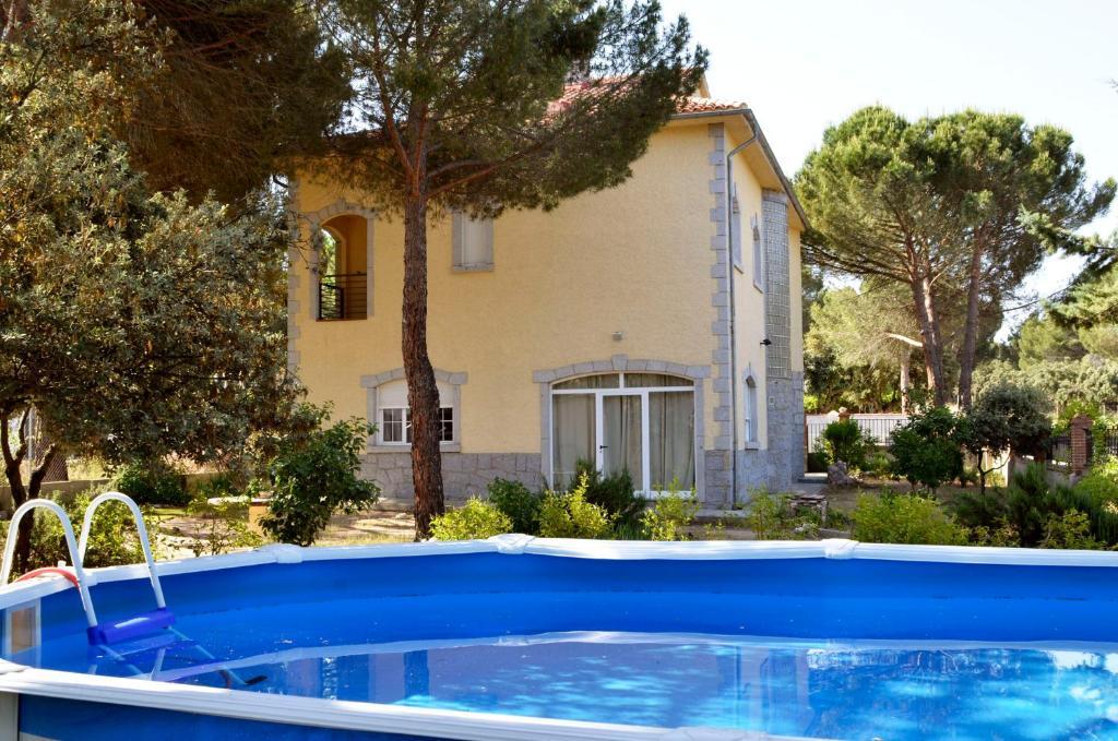 Casa de campo El Capricho de Navares (España Pozanco ...