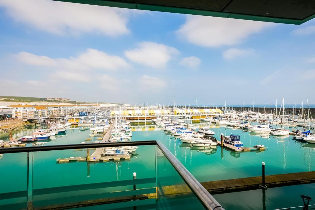 A view of the pool at Rethink Serviced Apartments - Brighton Marina or nearby