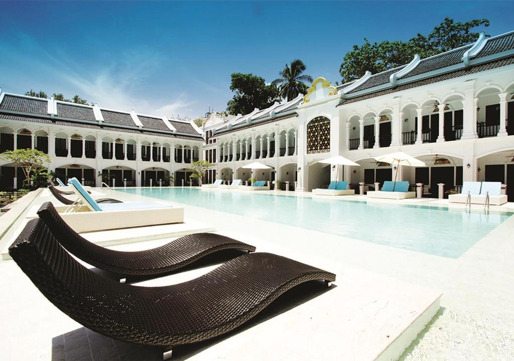 Der Swimmingpool an oder in der Nähe von Racha Island Resort (Rayaburi)