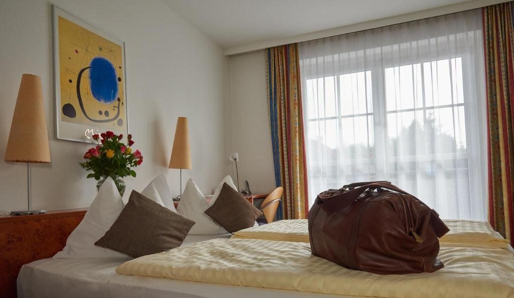 A bed or beds in a room at Star Inn Hotel Premium Graz, by Quality