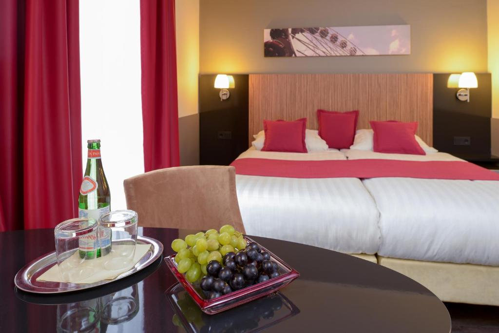 A bed or beds in a room at Hotel Munich City