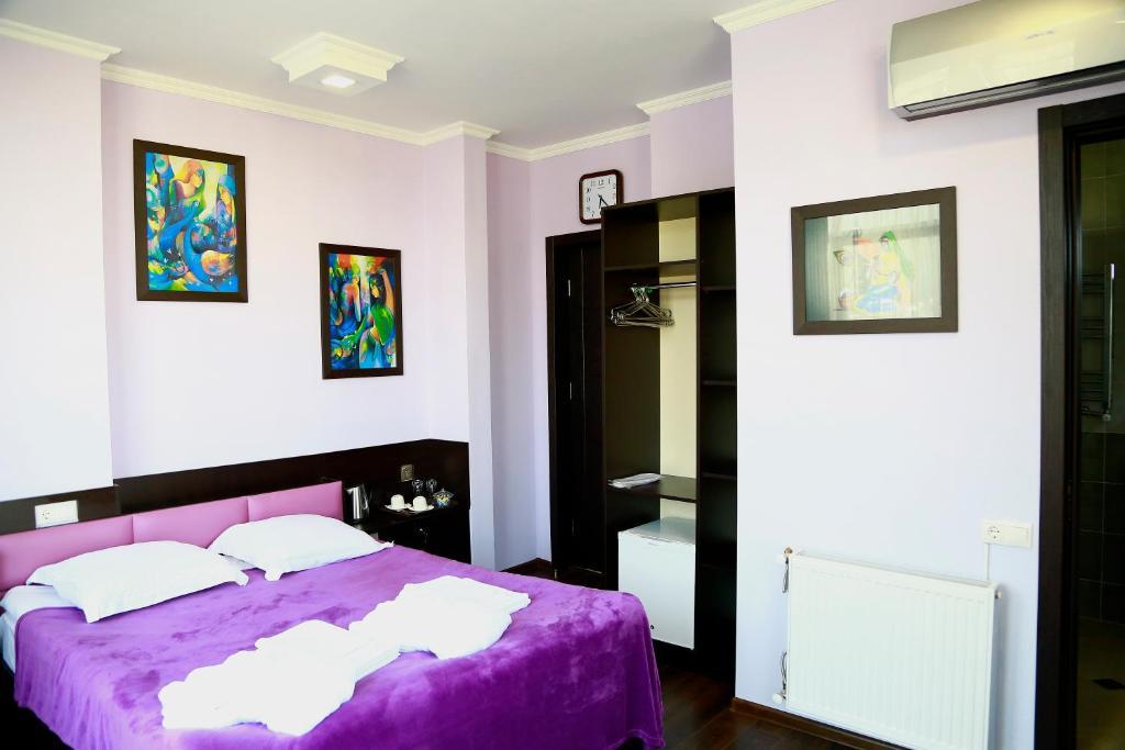 هتل گورو