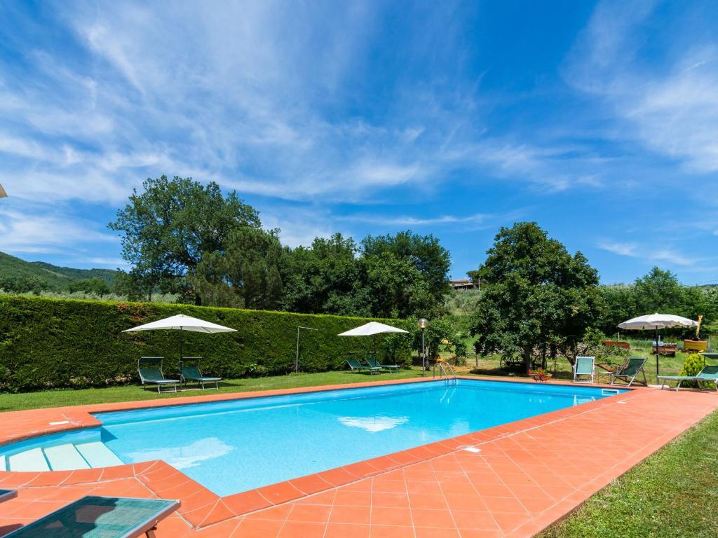 Piscina di Cozy Farmhouse in Castiglion Fiorentino with Pool o nelle vicinanze