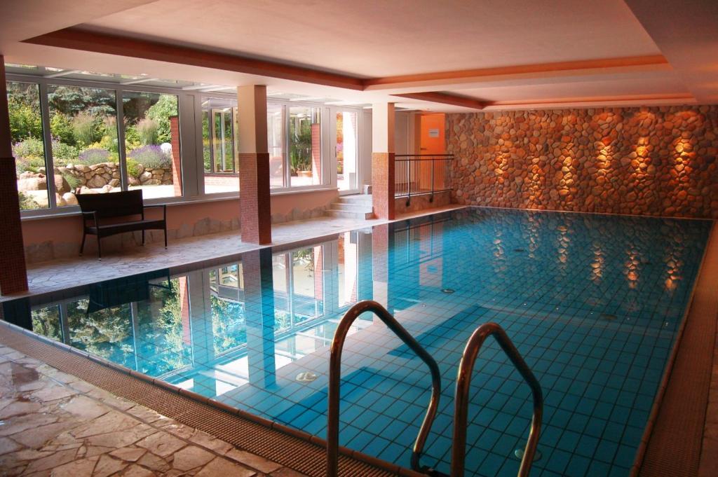Der Swimmingpool an oder in der Nähe von Hotel Heide Kröpke