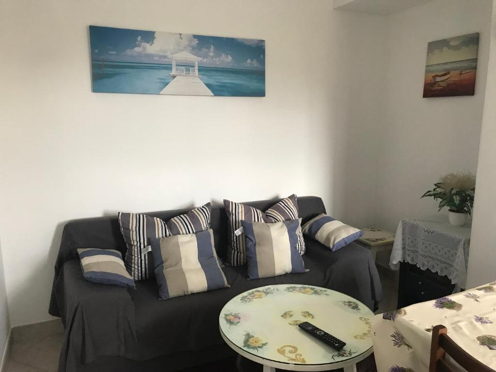 A seating area at Apartments Dominik