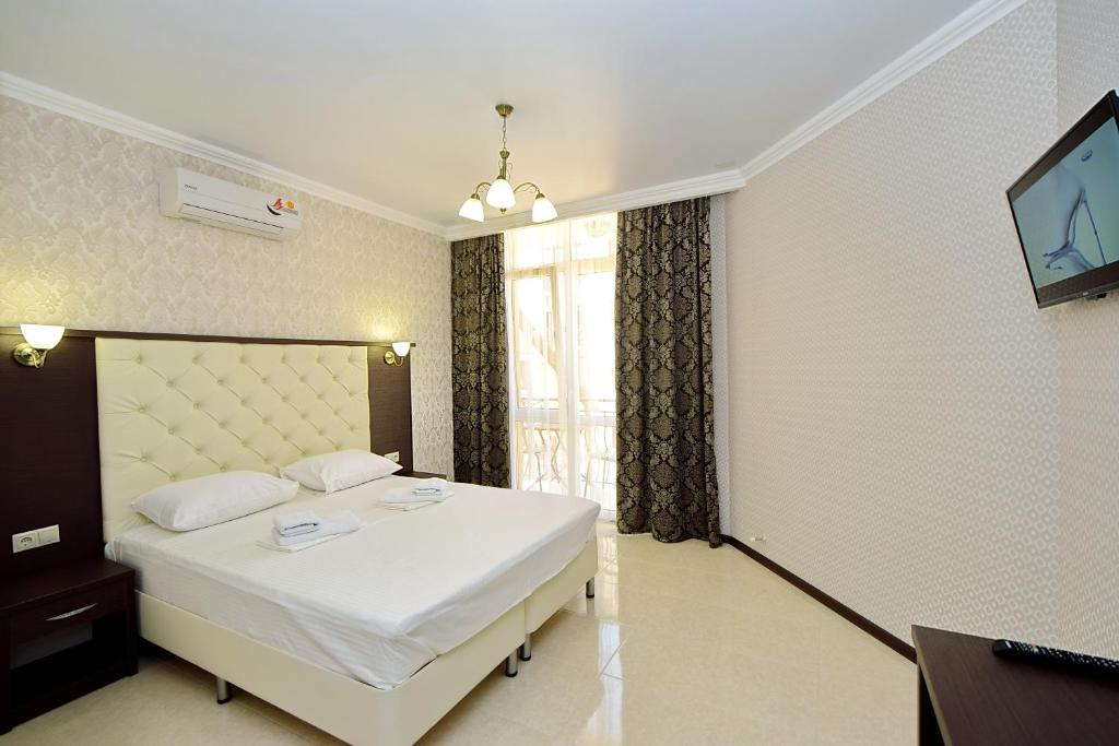 Кровать или кровати в номере AsTerias Hotel