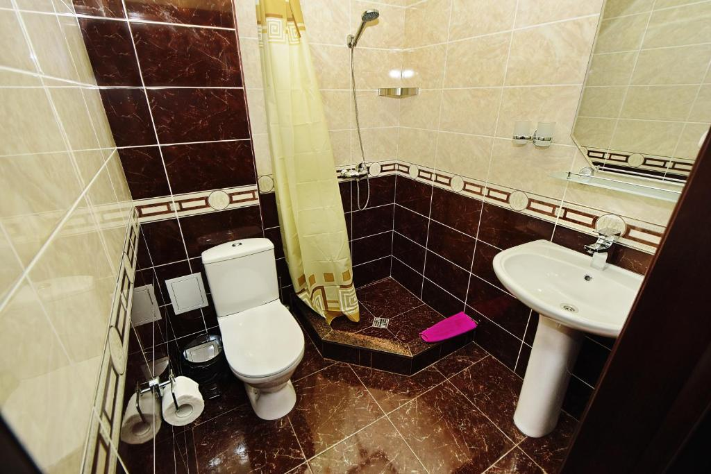 A bathroom at AsTerias Hotel