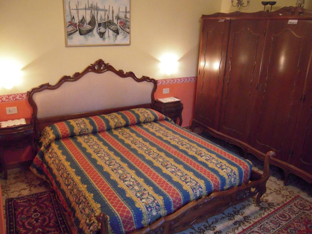 A bed or beds in a room at Alle 3 Stelle Barocco