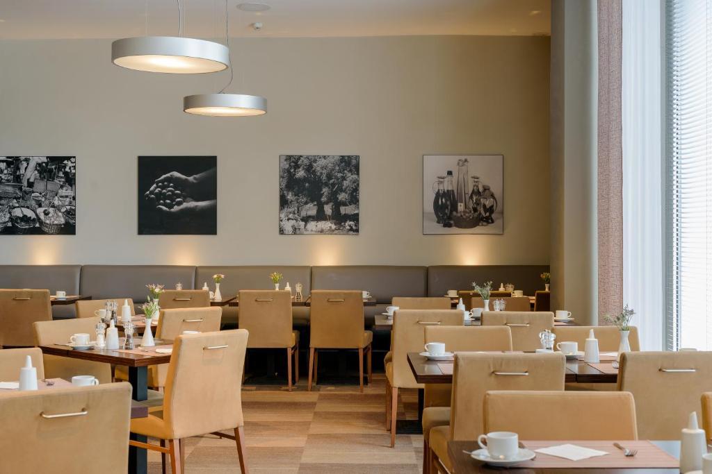 Mercure Hotel Hamburg Mitte Germany Booking Com