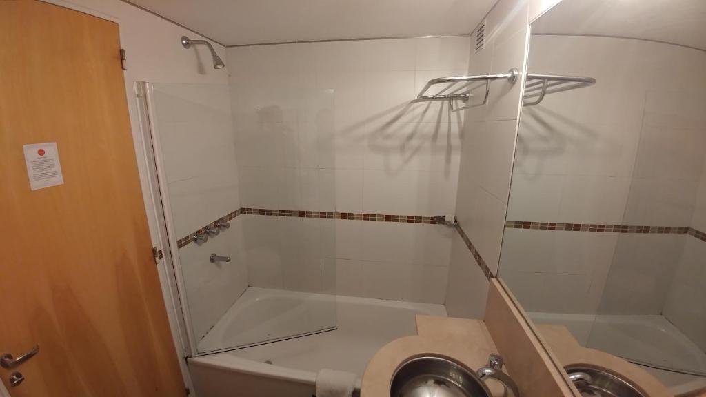 Un baño de Livin' Residence Rosario