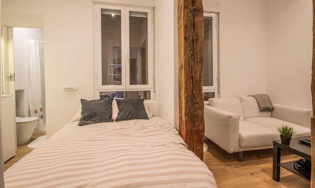 Apartamento Gran Via Centro Madrid房間的床