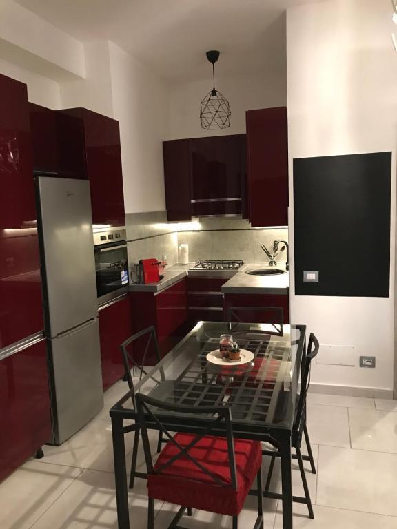 A kitchen or kitchenette at Accogliente bilocale