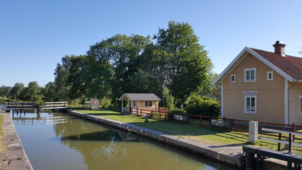 Mysig stuga nra Gta kanal - Cabins for Rent in - Airbnb