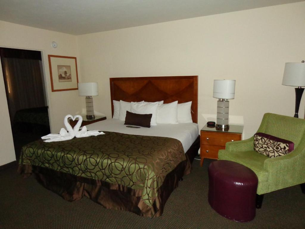 A bed or beds in a room at Coronado Motor Hotel