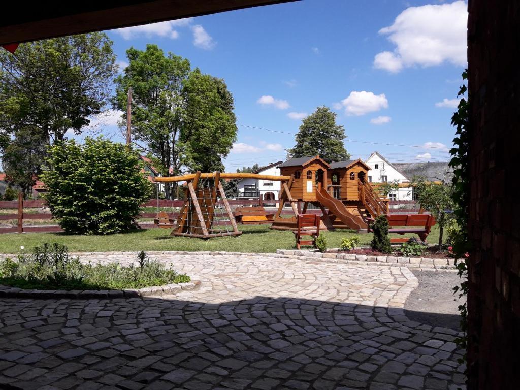 Aire de jeux pour enfants de l'établissement Goscinna Zagroda Gosciejowice