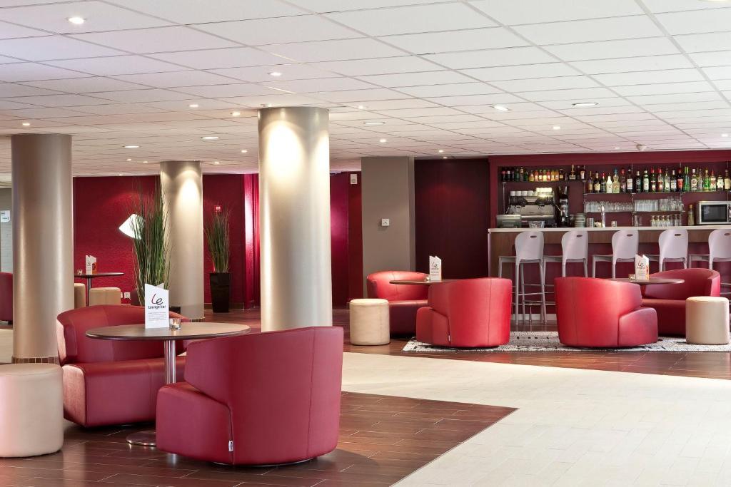 The lounge or bar area at Campanile Paris Est - Porte de Bagnolet