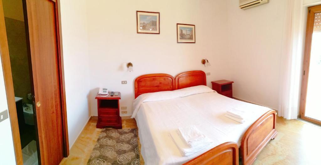Letto o letti in una camera di PARADISO Hotel Ristorante