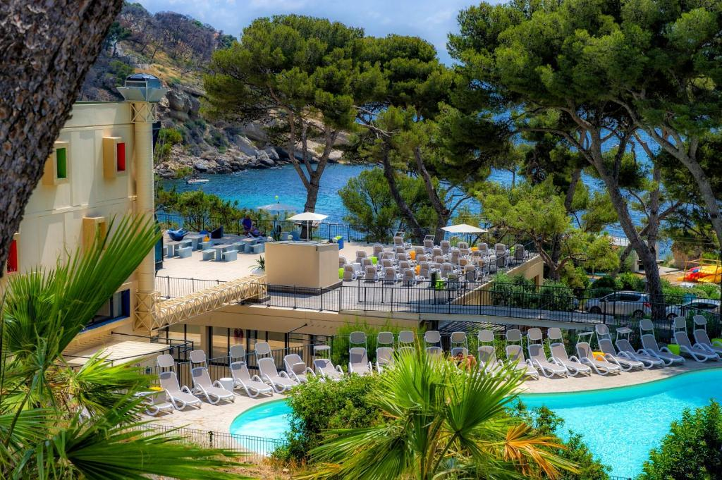 A view of the pool at Club Vacanciel Carry le Rouet or nearby