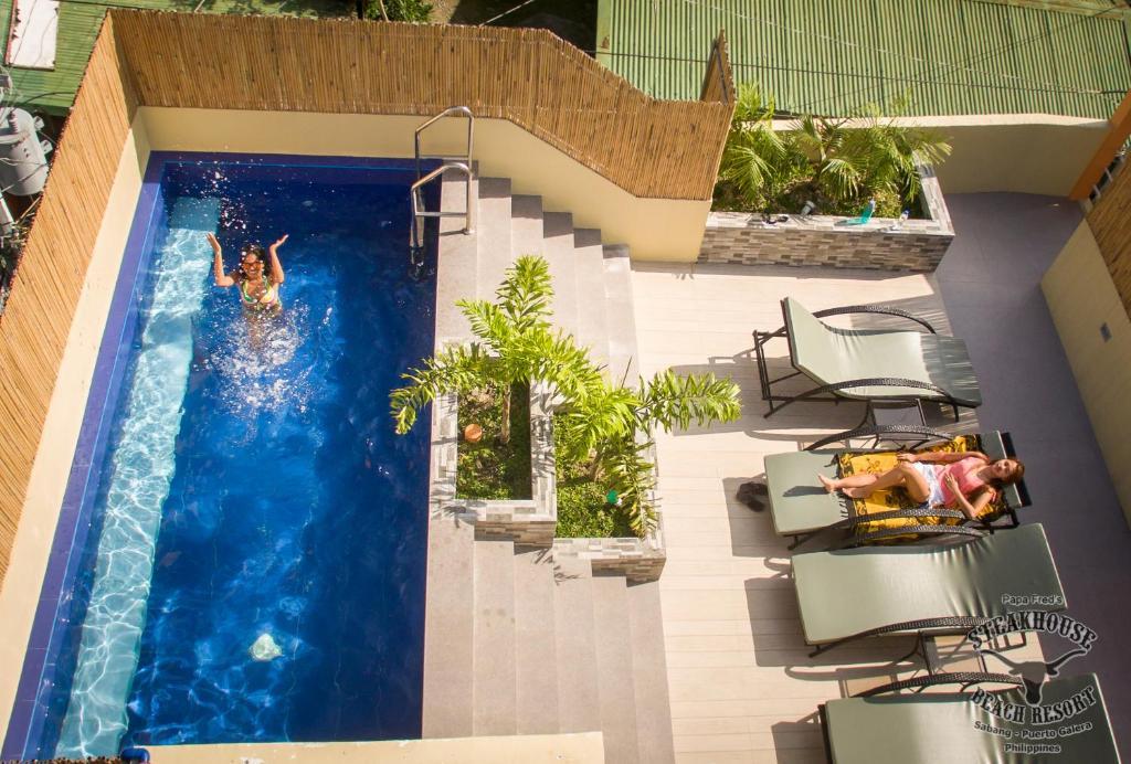 Ein Blick auf den Pool von der Unterkunft Papa Freds Beach Resort oder aus der Nähe