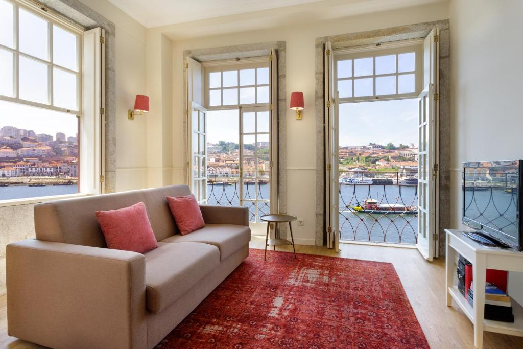 A seating area at Oporto Home - River Front