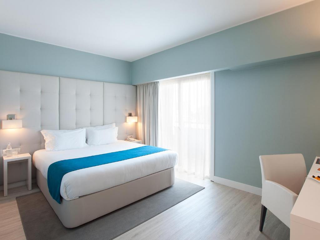 Llit o llits en una habitació de Lutecia Smart Design Hotel