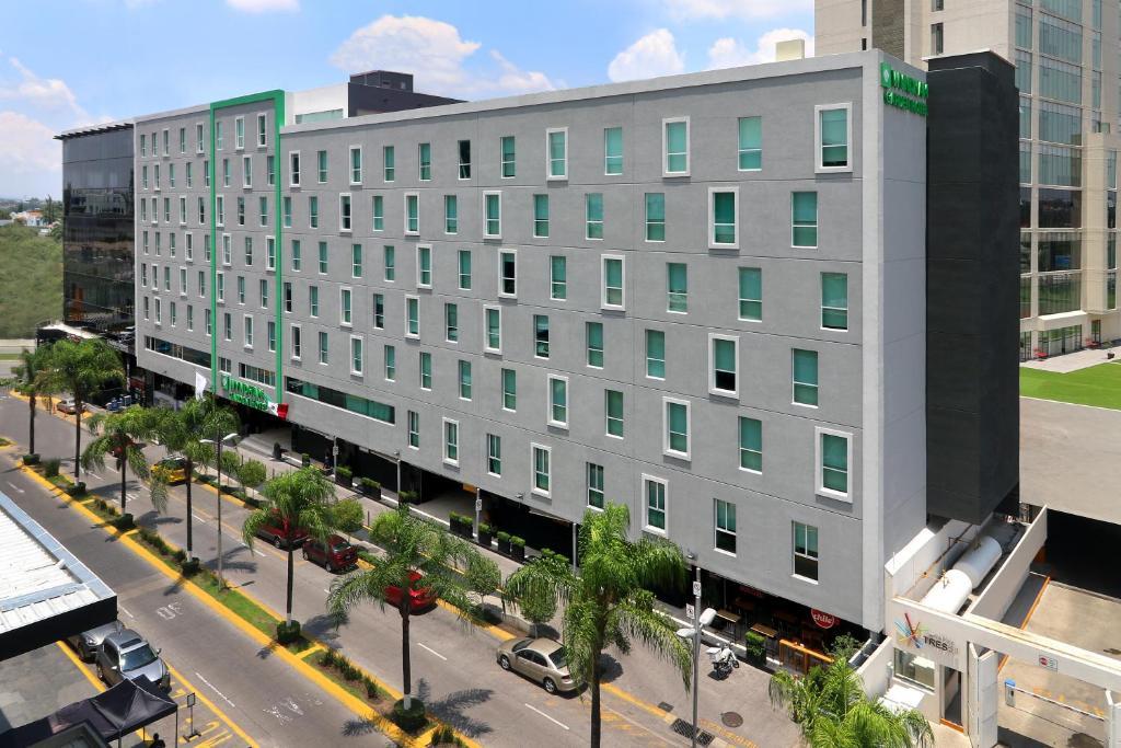 Hotel Wyndham Garden Acueducto Guadalajara Mexico