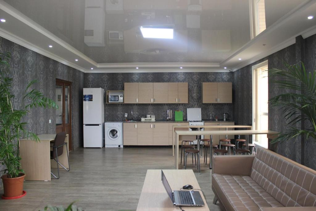 Кухня или мини-кухня в BaHostel