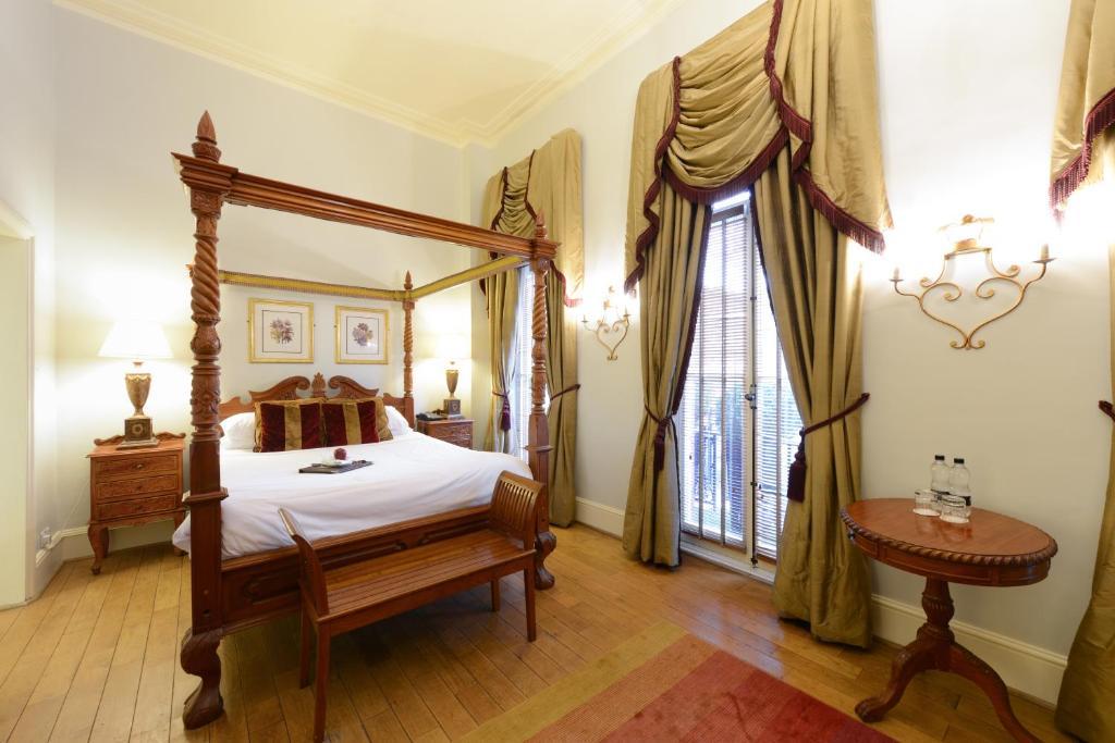 Letto o letti in una camera di Twenty Nevern Square Hotel