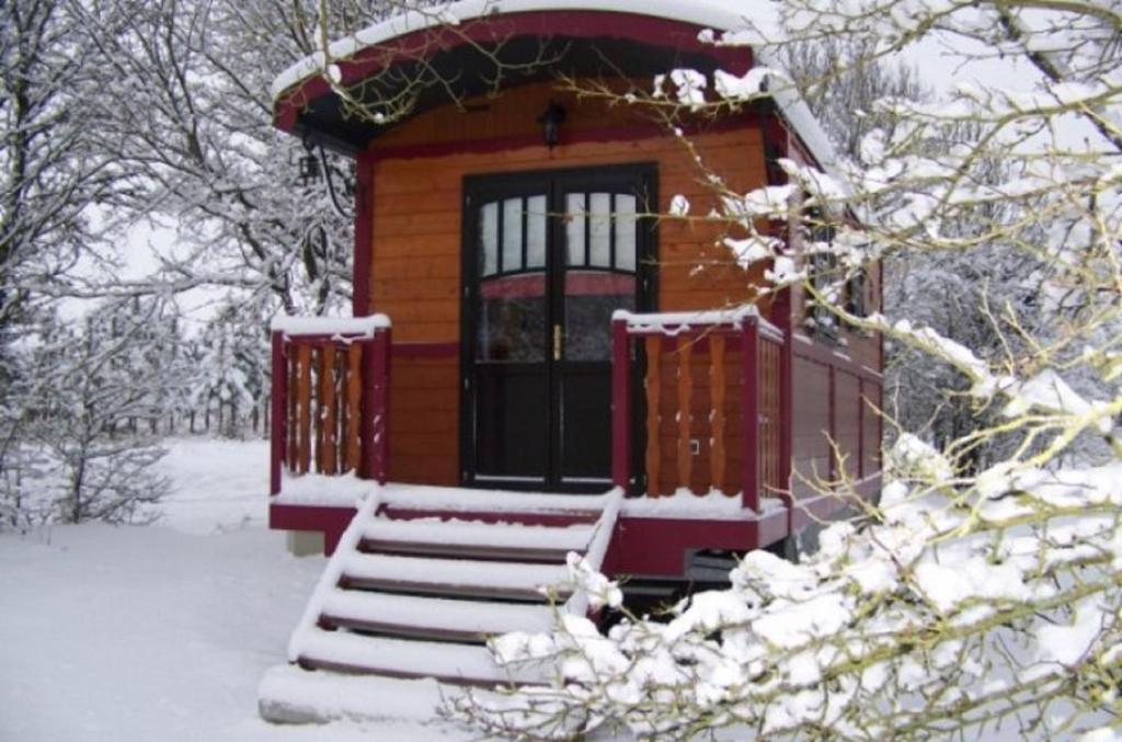 Chambres d'Hôtes et Roulottes Domaine de Grangée