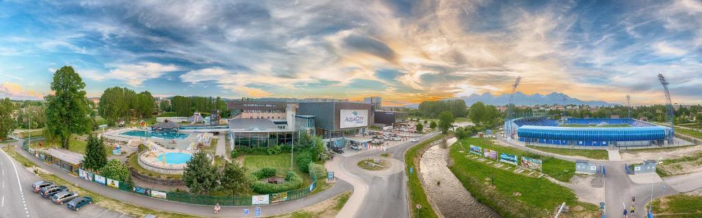 Вид на бассейн в Hotel AquaCity Mountain View или окрестностях