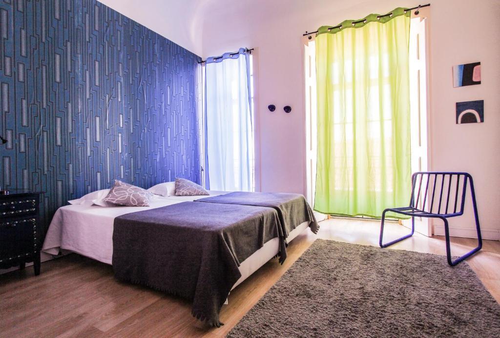 En eller flere senge i et værelse på Evora Inn
