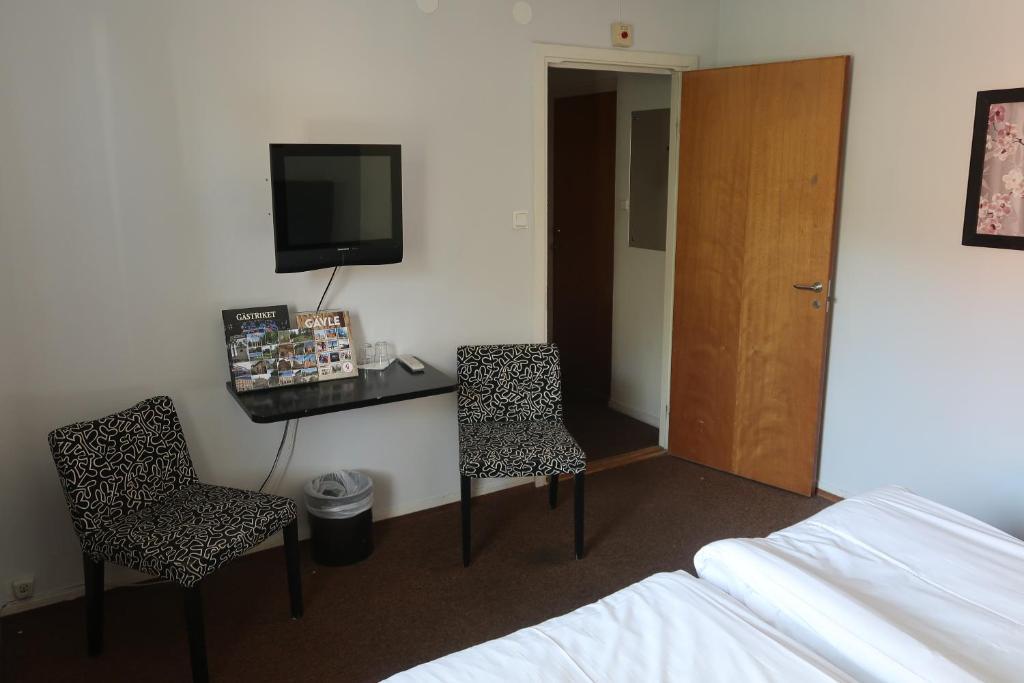 En tv och/eller ett underhållningssystem på Hotel Aveny Bed & Breakfast