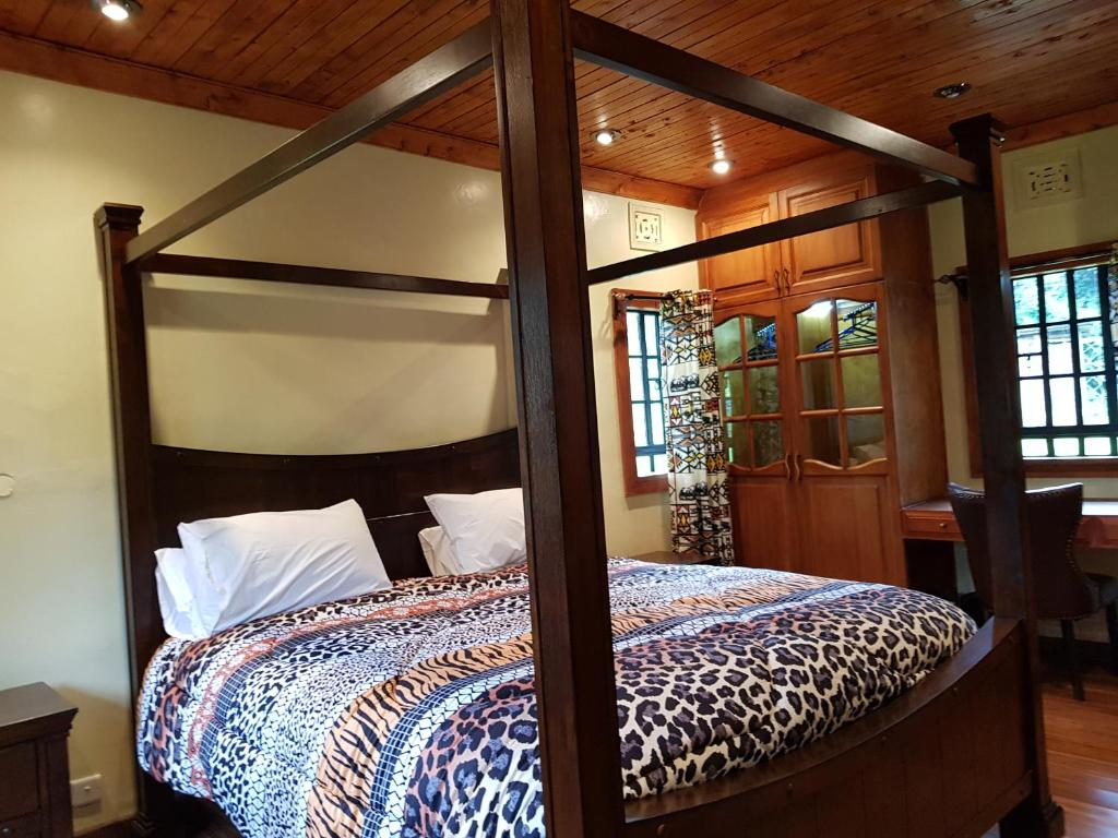 A bed or beds in a room at Ngomongo