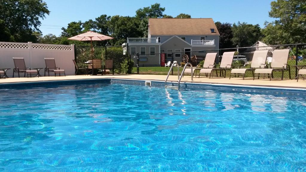 The swimming pool at or near Viking Shores Motor Inn