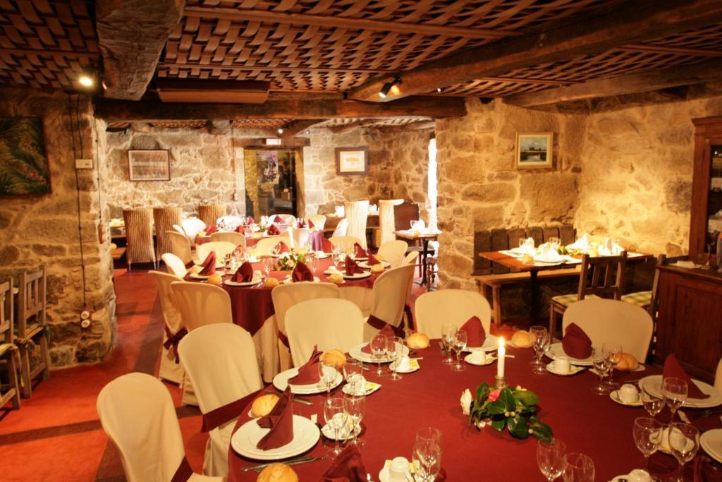 Un restaurante o sitio para comer en Casa Grande de Rosende
