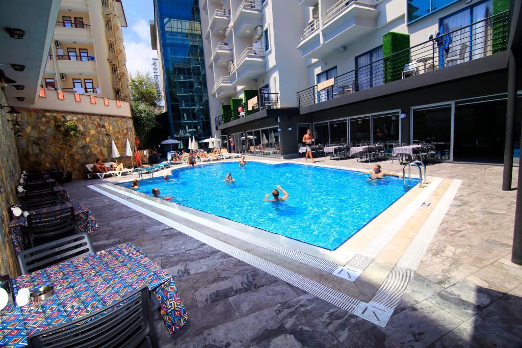 Бассейн в Ramira City Hotel - Adult Only (16+) или поблизости