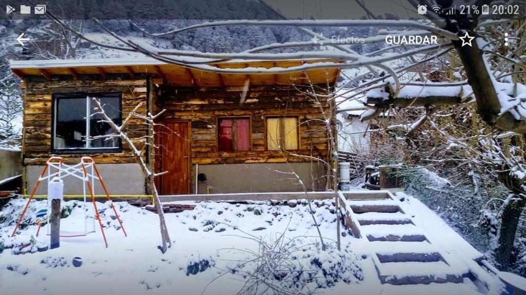 Monoambiente con vista a lasmontañas durante el invierno