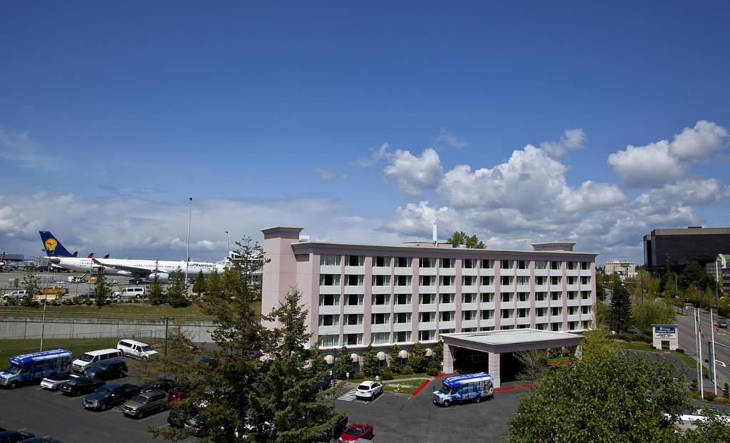 Bundle and save - stay at a hotel near SEA airport with Park Sleep Fly!