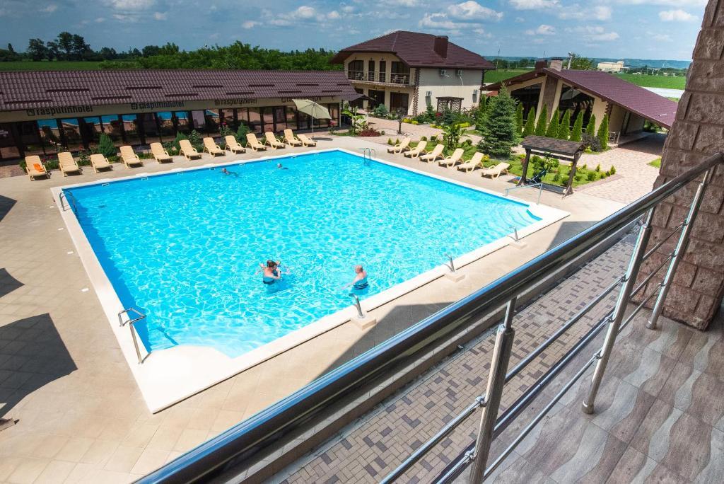 Вид на бассейн в Гостиница Распутин или окрестностях