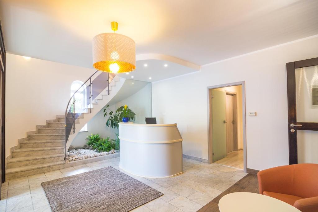 Lobby/Rezeption in der Unterkunft Garni Hotel Lotos